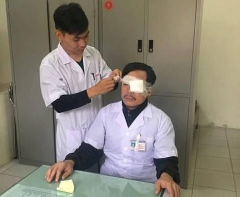 Bác sĩ cấp cứu 115 bị người nhà bệnh nhân đánh gãy sống mũi