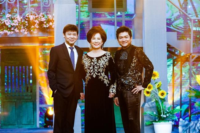 Ca si Manh Dinh: 'Khan gia Viet o nuoc ngoai dang bi Tay hoa nen khong the nghe nhac que huong'