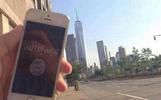 Nguoi ung ho IS chup anh 'selfie' ngay giua long thanh pho New York