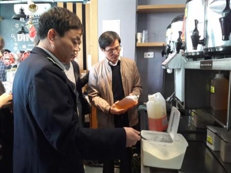 Trà sữa DingTea bị phát hiện sử dụng nguyên liệu không rõ nguồn gốc