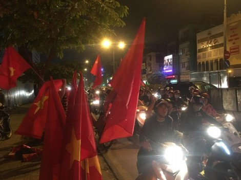 Người dân TP.HCM đổ ra đường ăn mừng chiến thắng lịch sử của U23 Việt Nam tại giải châu Á