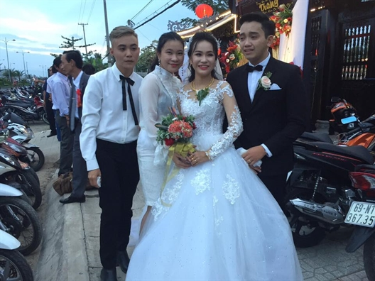 'Boc phot' chu re dang yeu nhat nam: Dem tan hon goi dien cho bo vo va… khoc