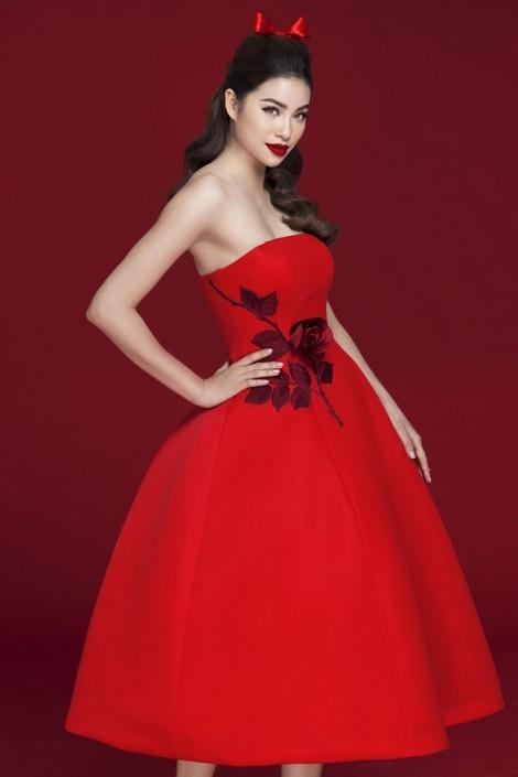 Hoa hậu Phạm Hương gợi ý 9 trang phục sắc đỏ rực rỡ đầu năm mới