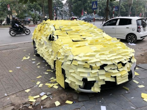 Sự thật chuyện fan dán giấy kín mít xe của ca sĩ Nguyễn Trần Trung Quân để tỏ tình