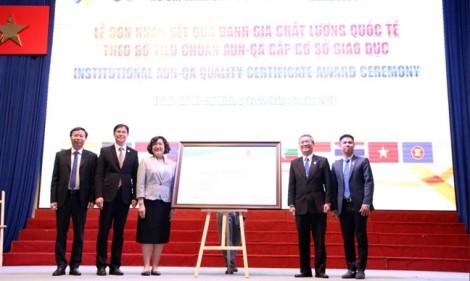 Trường đại học Việt đầu tiên đạt hai chuẩn kiểm định quốc tế uy tín