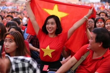 Cổ động viên Việt Nam vỡ òa với chiến thắng đẹp hơn cả kỳ tích của U23 Việt Nam trước U23 Qatar