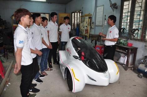 Nhóm sinh viên chế tạo xe 4 bánh chạy 200 km chỉ với một lít xăng