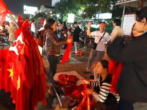 Dân Huế đổ xô sắm áo, cờ Tổ quốc cổ vũ đội tuyển U23 Việt Nam