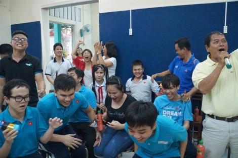 Khoảnh khắc xúc động của học sinh khiếm thị khi U23 Việt Nam san bằng tỉ số