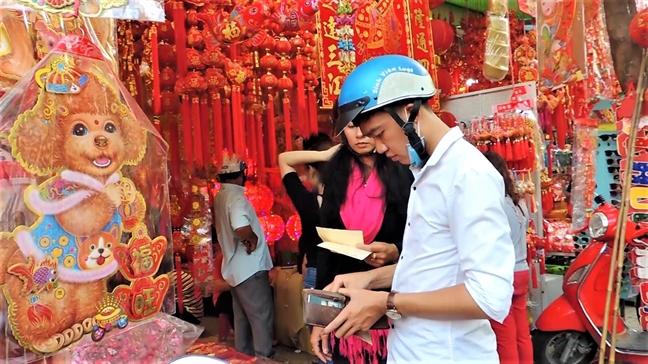 Can canh nhung linh vat cho trang tri 'hut hang' tet Mau Tuat 2018
