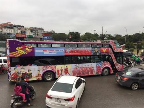 Ngắm đoàn xe đi đón đội tuyển U23 Việt Nam trong ngày trở về vinh quang