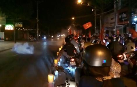 Hàng trăm 'quái xế' Biên Hòa gầm rú, đốt pháo quậy phá xuyên đêm