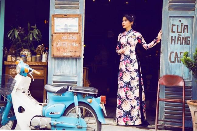 My nhan Viet tich cuc lang xe mau ao dai cach tan Tet 2018