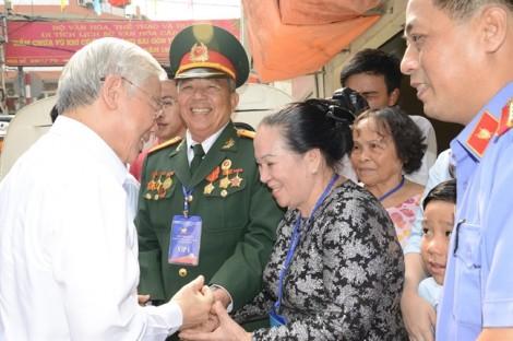 Tổng Bí thư Nguyễn Phú Trọng thăm hầm chứa vũ khí của biệt động Sài Gòn