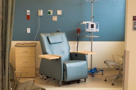Có nên hóa trị trong điều trị ung thư vú?