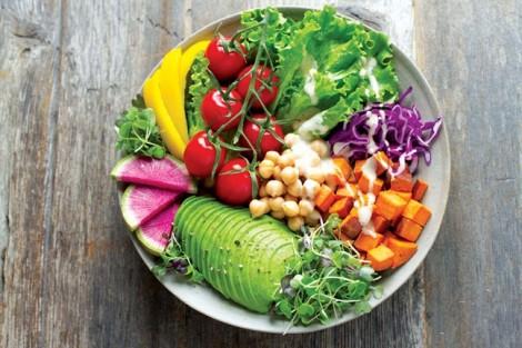 Ưu tiên rau củ quả tươi để cân bằng chế độ ăn uống