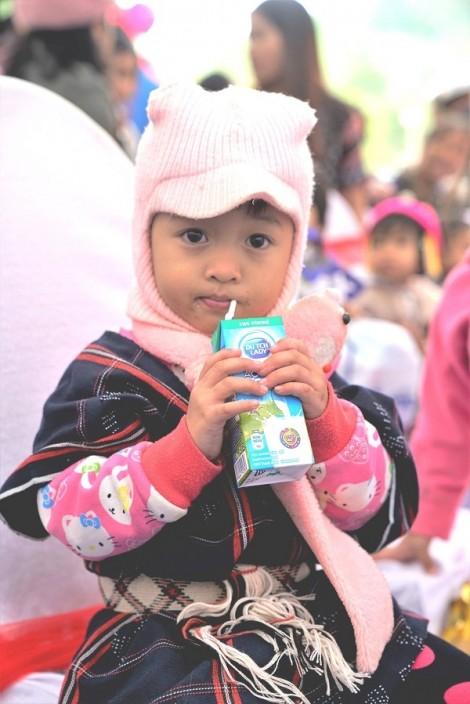 Sữa Cô Gái Hà Lan khánh thành trường Đèn Đom Đóm thứ 21