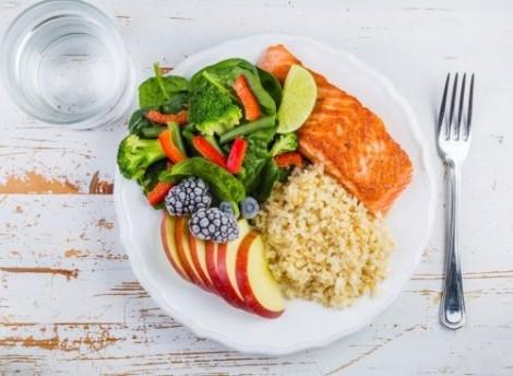 Kiểm soát cân nặng ngày Tết cực kỳ đơn giản với 12 thói quen ăn tối lành mạnh