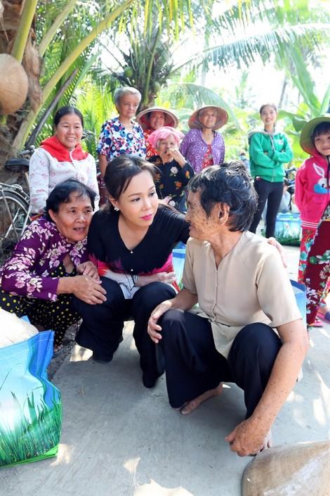 Chuyến từ thiện vì cơ duyên với VĐV đoạt huy chương SEA Games của nghệ sĩ Việt Hương