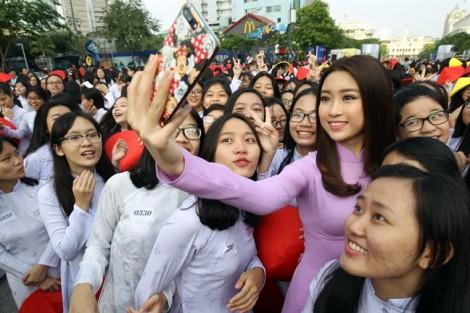 Hoa hậu Đỗ Mỹ Linh: 'Người trẻ hiện nay có phần quên đi áo dài truyền thống'