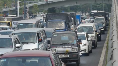 Muôn ngả đường đến sân bay, bến xe ở Sài Gòn kẹt cứng ngày cận Tết