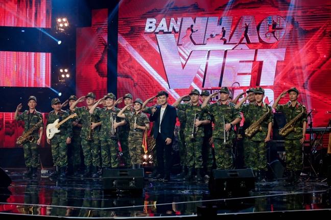 Hoc tro nhac si Phuong Uyen dang quang Ban nhac Viet 2017