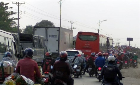 Người dân ùn ùn trở lại Sài Gòn sau kỳ nghỉ tết