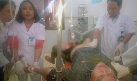 Hạ cây nêu tết, hai anh em bị điện giật cấp cứu