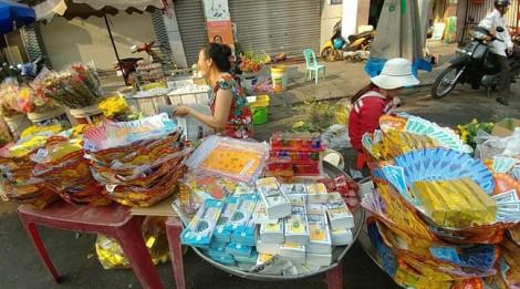Buôn bán nhộn nhịp lễ vật cúng vía Thần Tài ở Sài Gòn