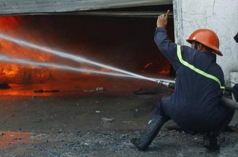 Xưởng gỗ cháy ngùn ngụt sau nhiều tiếng nổ kinh hoàng