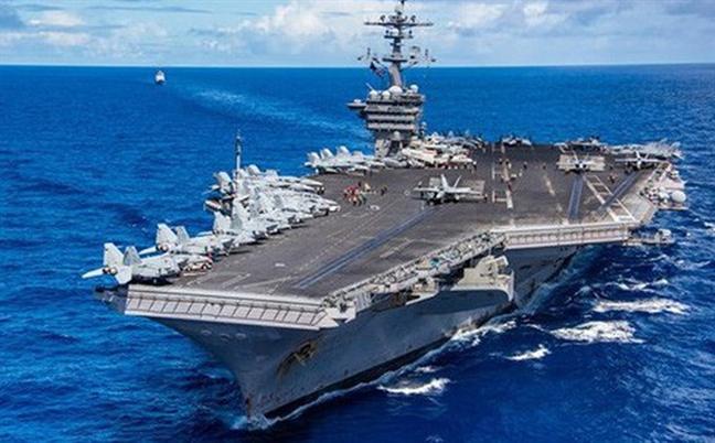 Tau san bay USS Carl Vinson cua My sap cap cang Tien Sa tham Viet Nam