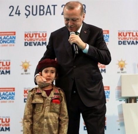 Tổng thống Thổ Nhĩ Kỳ bị chỉ trích khi nói về 'tử vì đạo' với một bé gái