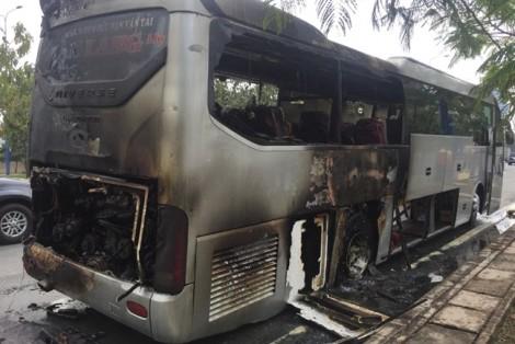 Xe khách nổ lốp bốc cháy, 12 hành khách hoảng loạn kêu cứu