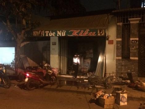 Hai vợ chồng chết cháy trong tiệm làm tóc khóa trái