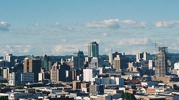 Bao cao su Trung Quoc bi nguoi Zimbabwe che qua nho