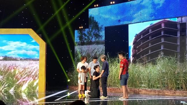 Doi Khung long ti hon la Quan quan 'Cuoi xuyen Viet - Tieu lam hoi 2017'