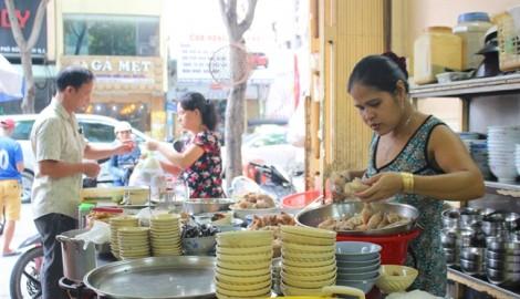 'Xì xụp' tô hoành thánh lá vàng óng nổi tiếng hơn 20 năm ở Sài Gòn