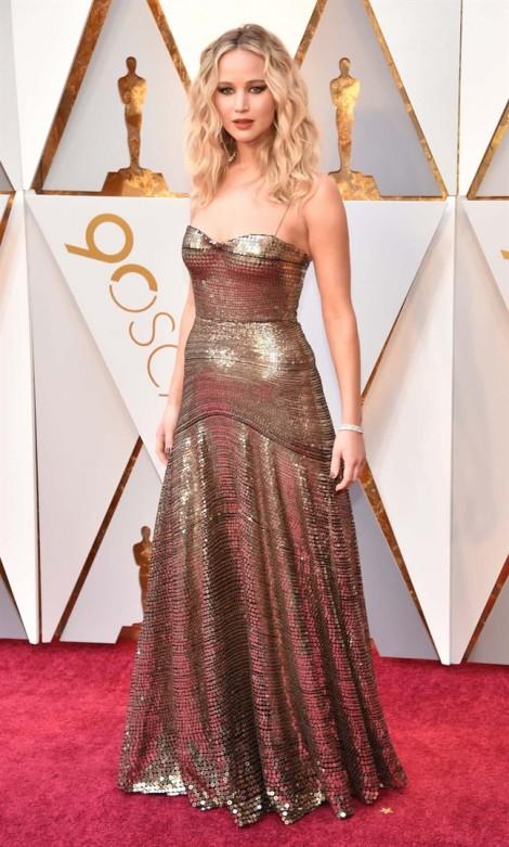 Những bộ trang phục lộng lẫy, bắt mắt bậc nhất thảm đỏ Oscar 2018
