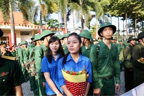 Yêu màu áo xanh, hai cô gái trẻ bỏ lương 10 triệu lên đường nhập ngũ