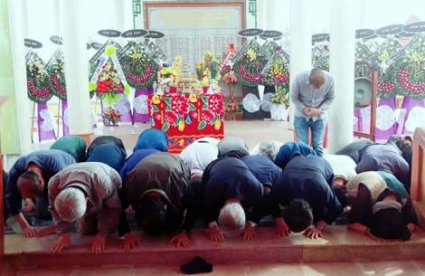 41 người Hàn Quốc quỳ gối xin lỗi dân làng Hà My
