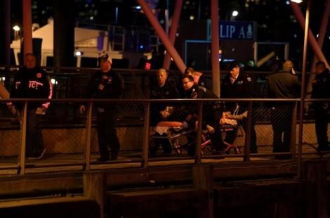 Khoảnh khắc trực thăng rơi xuống sông ở New York, khiến 2 người thiệt mạng
