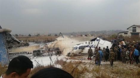 Máy bay Bangladesh bốc cháy dữ dội khi hạ cánh ở Nepal