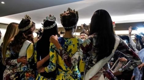 Thí sinh Hoa hậu Venezuela tố nhau 'đổi chác tình - tiền'