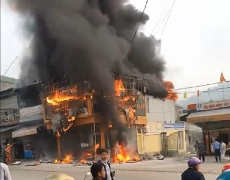 Hỏa hoạn thiêu trụi cửa hàng điện tử ngay cạnh cây xăng
