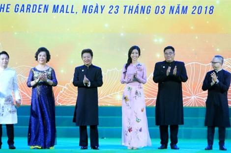 Hoa hậu Đỗ Mỹ Linh: Hy vọng áo dài đi xa hơn, đến bạn bè quốc tế
