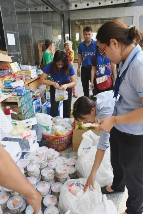 Co.op Food tiếp tục hỗ trợ cư dân Carina sau vụ hỏa hoạn