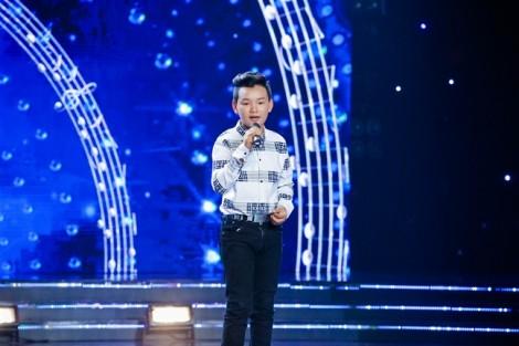 Nốt gót đàn anh đàn chị, Dương Triệu Vũ giúp 'cậu bé kẹo kéo' bỏ học vì mưu sinh được đến trường