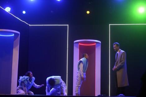 Phản biện tại sân khấu kịch: Mò mẫm tìm đường