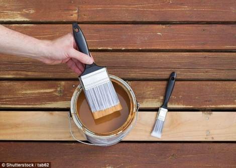Bé trai 2 tuổi tử vong sau khi ăn... gỗ vừa mới sơn