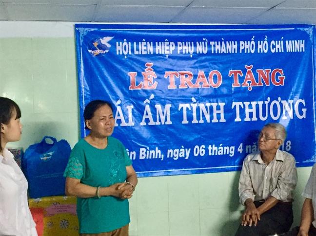 Q.Tan Binh: Trao tang mai am tinh thuong